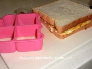 Daiso sandwich cutter - sandwich