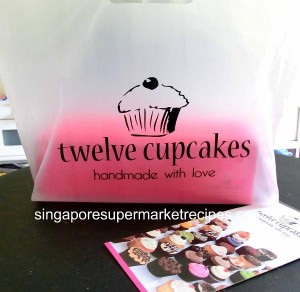 twelve cupcakes packaging