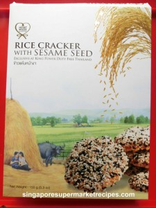 Rice cracker with sesame seeds