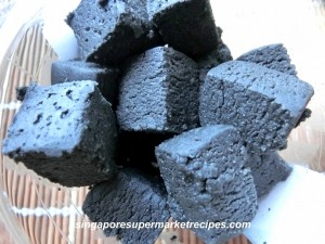 Black and brown sesame cubes